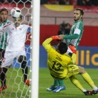 Reyes, marcando un gol en el derbi Sevilla-Betis