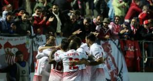 Los jugadores del Sevilla FC celebran un gol en Anduva, ante el Mirandés