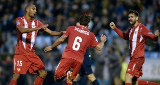 Nzonzi, Carriço y Llorente, en el Celta-Sevilla (Foto: AFP)
