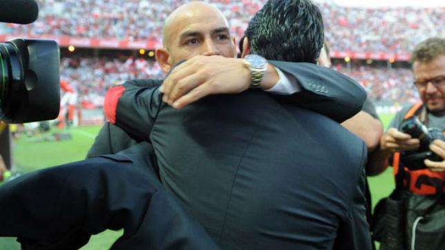 Emery y Paco Jémez se saludan en un Sevilla-Rayo