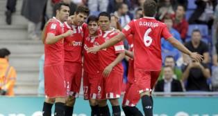 Fazio, felicitado por sus compañeros tras marcar al Espanyol en noviembre de 2013