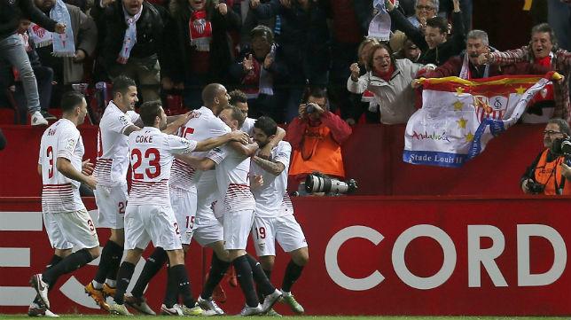 Los jugadores sevillistas celebran uno de los tantos ante el Celta