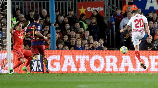 Vitolo, en el gol del Sevilla al Barcelona