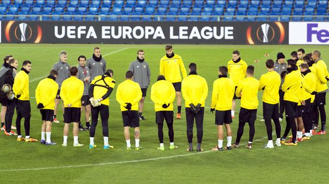 El Sevilla, en el entrenamiento del miércoles en el St. Jakob-Park de Basilea (Foto: EFE).