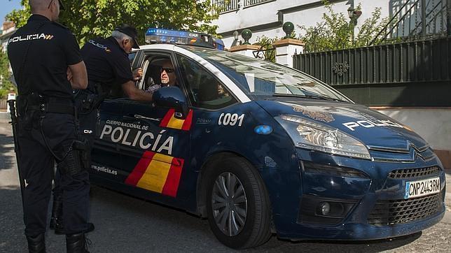 Ayer se produjeron algunos altercados entre agentes policiales y aficionados británicos,