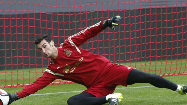Sergio Rico, en un entrenamiento con España (Foto: @SeFutbol)