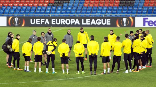 Los jugadores y cuerpo técnico del Sevilla FC en el St. Jakob Park