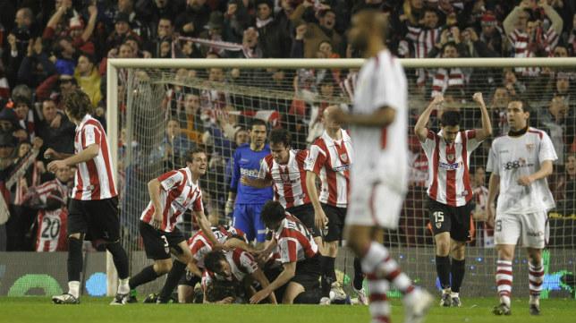 Los jugadores del Athletic celebran un gol en aquel partido de 2009 ante el Sevilla FC en San Mamés