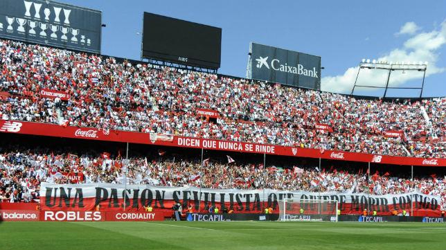Así lució la espectacular pancarta en Gol Norte (Foto: Juan José Úbeda)