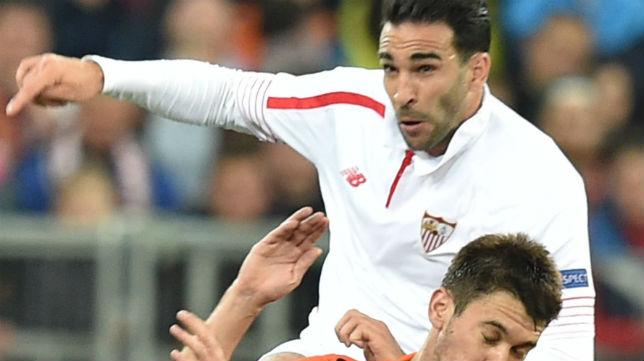 Rami salta durante un partido con el Sevilla FC