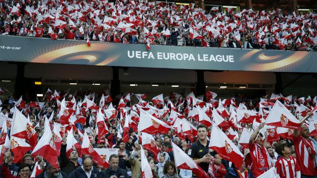 Tifo de banderas del Sevilla-Shakhtar, en el que se vendieron todas las entradas
