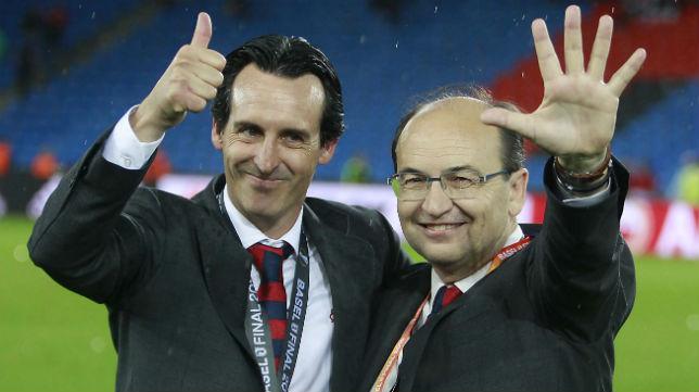 Unai Emery y José Castro celebran el triunfo en la final de la Liga Europa contra el Liverpool (Foto: Raúl Doblado)