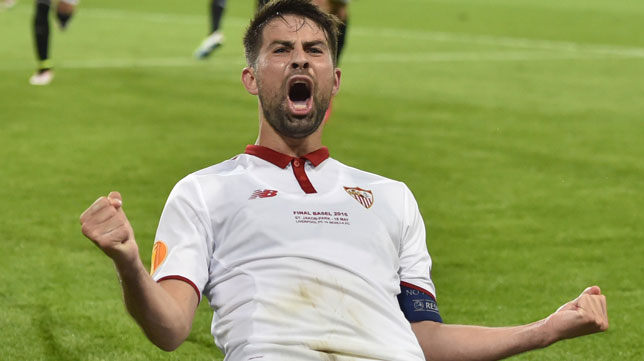 Coke celebra uno de sus goles en la final ante el Liverpool (Foto: AFP).