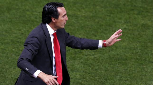 Emery da instrucciones durante la final de la Copa del Rey