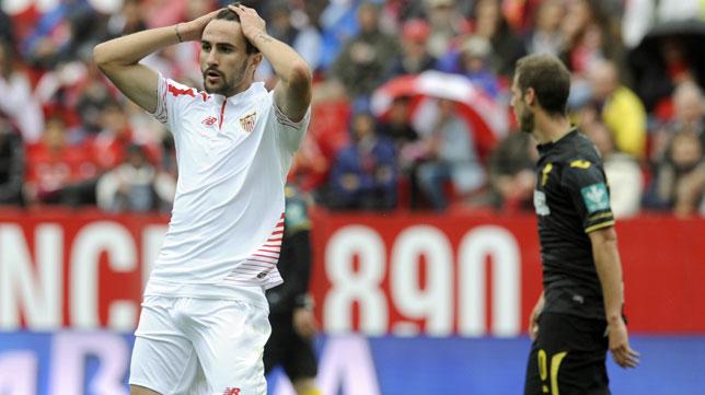 Juan Muñoz se lamenta tras una ocasión (Foto: Juan José Úbeda).