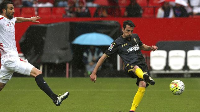 Cuenca remata para hacer el 0-1 ante Iborra el año pasado (Foto: Efe).