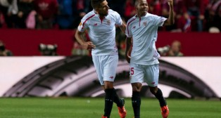 Carriço y Mariano celebran el gol del brasileño