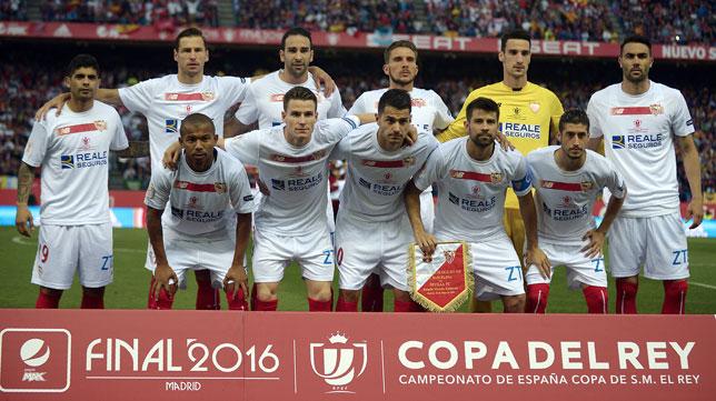 El once del Sevilla en la final de Copa ante el Barcelona