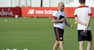Sampaoli, en un entrenamiento del Sevilla en la ciudad deportiva (foto: Juan José Úbeda)