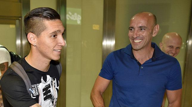 Kranevitter con Monchi, a su llegada al aeropuerto de San Pablo (foto: Jesús Spinola)