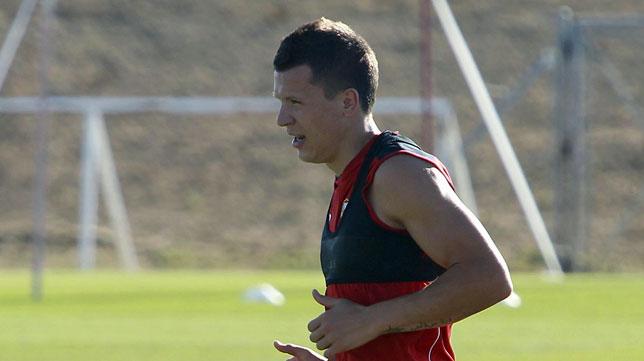 Konoplyanka, en un entrenamiento del Sevilla (foto: Raúl Doblado)