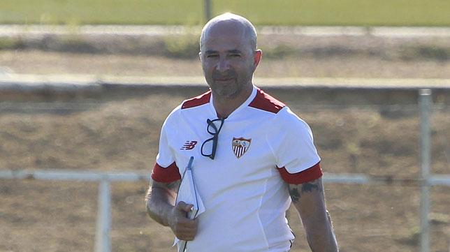 Sampaoli, en un entrenamiento del Sevilla (foto: Raúl Doblado)