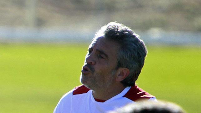 Lillo, en un entrenamiento del Sevilla (foto: Raúl Doblado)