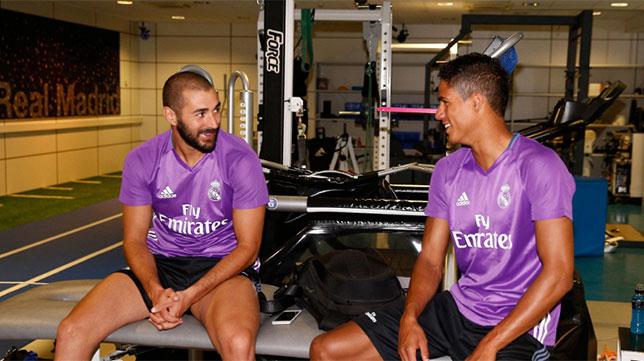 Benzema y Varane se ejercitan en la ciudad deportiva. Foto: Real Madrid