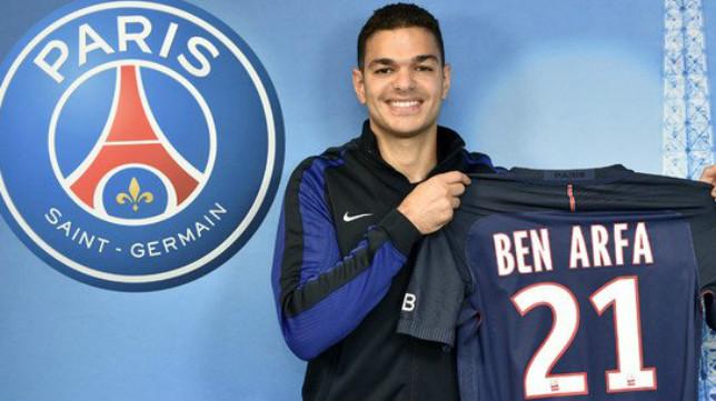 Ben Arfa posa con la camiseta del PSG