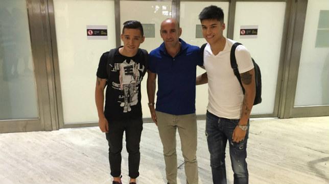 Correa y Kranevitter, junto a Monchi, en el aeropuerto de Sevilla. Foto: SFC