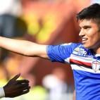 Correa es felicitado por sus compañeros de la Sampdoria (Foto: @tucu_correa)