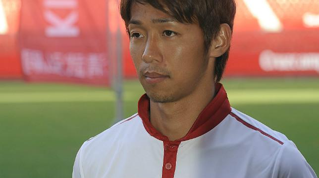 Kiyotake durante su presentación con el Sevilla FC