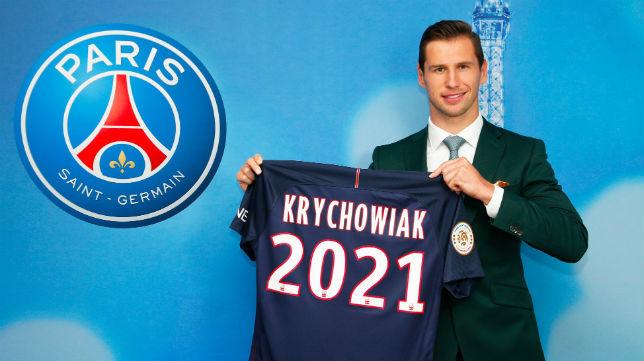 Krychowiak posa con la camiseta del PSG con el año hasta el que ha firmado con los parisinos