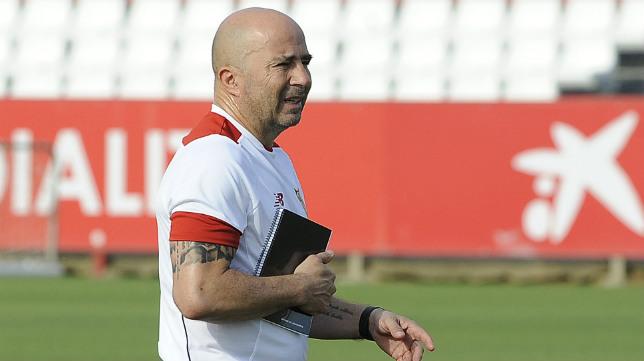 Sampaoli dirige una sesión del Sevilla FC en la ciudad deportiva (Foto: Jesús Spínola)