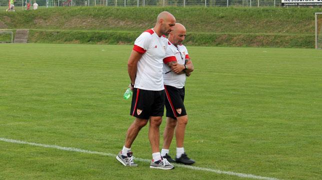 Sampaoli en el stage de Alemania junto a Monchi