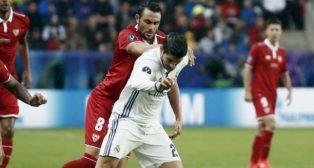 Iborra trata de frenar a Morata (foto: EFE/Luis Diges)