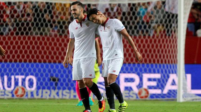 Sarabia y Kiyotake, en el Sevilla-Espanyol (foto: Reuters)