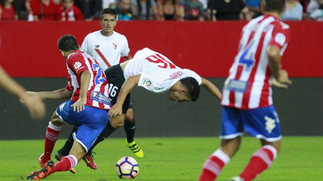 Curro, durante el partido Sevilla Atlético-Girona (foto: Raúl Doblado)