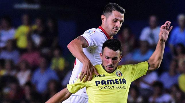 Vitolo ante Nicola Sansone, del Villarreal (foto: EFE)