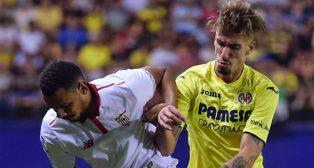 Kolodzieczak ante Samu Castillejo, del Villarreal (foto: EFE)