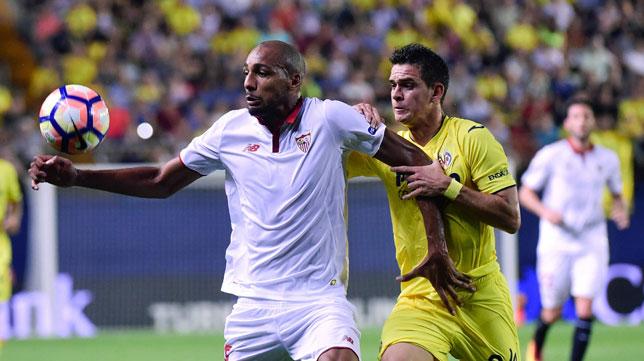 Nzonzi ante Santos Borré, del Villarreal (foto: EFE)