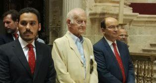 Castro, con el vicepresidente, Del Nido Carrasco, y el socio número uno, Antonio García Guzmán