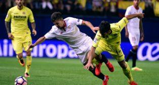 Vietto disputa un balón con Trigueros en el Villarreal-Sevilla