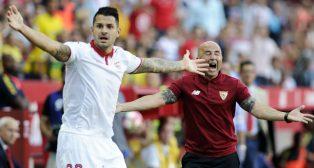 Vitolo y Sampaoli reclaman una acción (foto: AFP)
