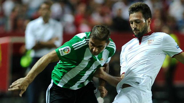 Lance del derbi Sevilla FC-Betis
