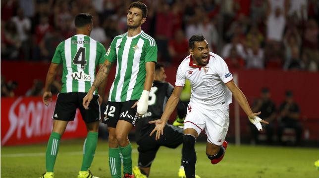 Mercado celebra su gol en el Sevilla FC-Betis