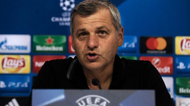 El entrenador del Olympique de Lyon, Bruno Genesio