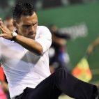 Poyet lamenta una ocasión fallada (foto: EFE/Raúl Caro)