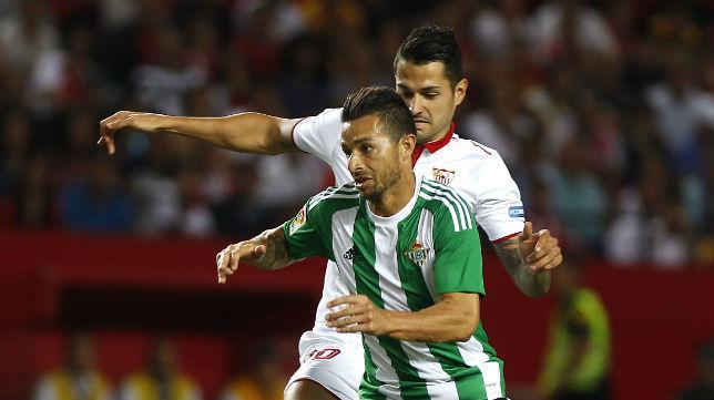 Vitolo y Rubén Castro en el Sevilla FC-Betis de la primera vuelta