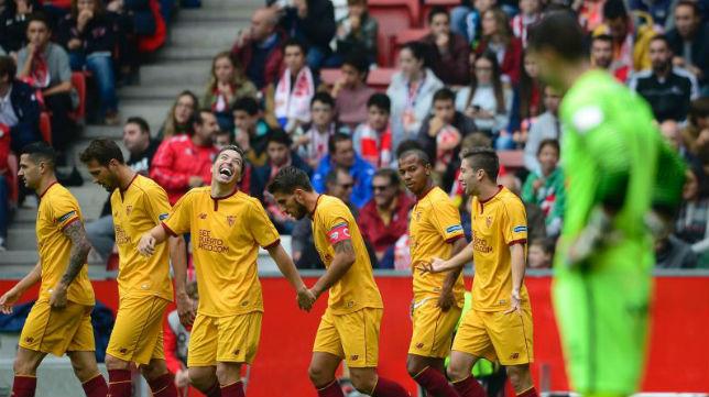 Nasri bromea con Vietto tras el gol